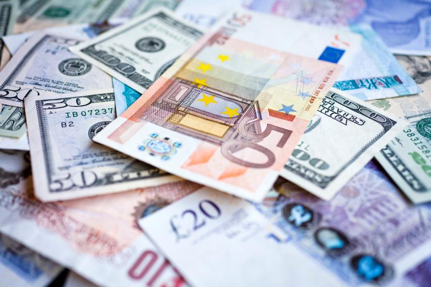 Compra gradual de moeda é a melhor opção para viagem ao exterior